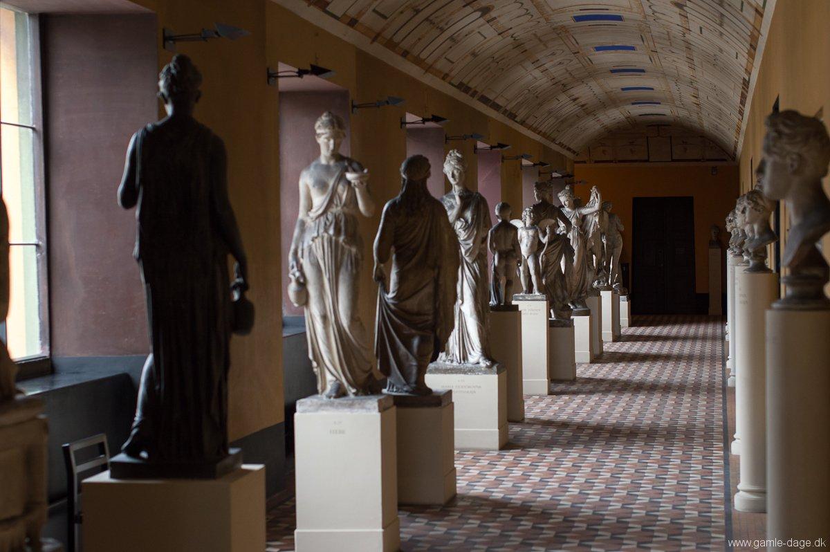 kvinde ser ældre mand egeskov museum